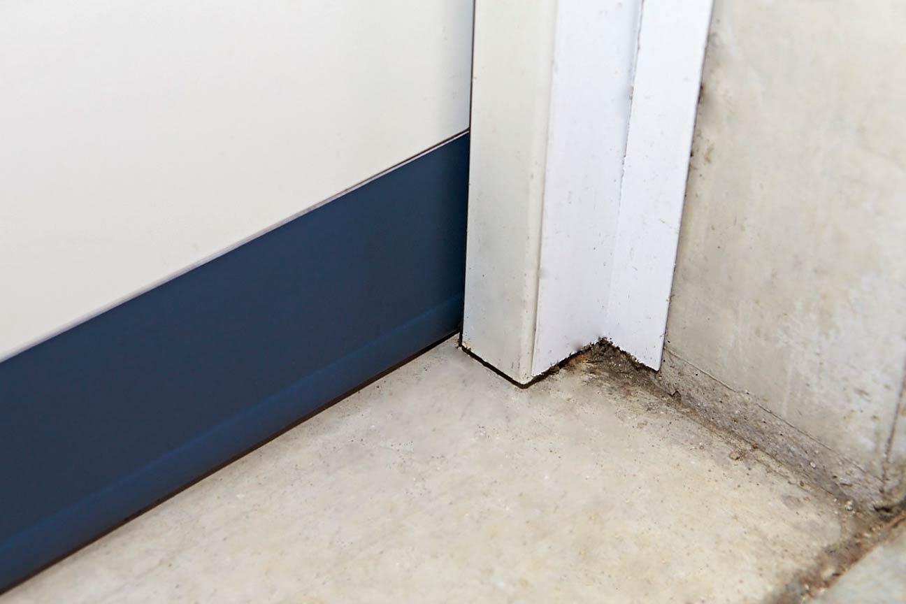 Eine echte SGD Zugluftstopper Tür